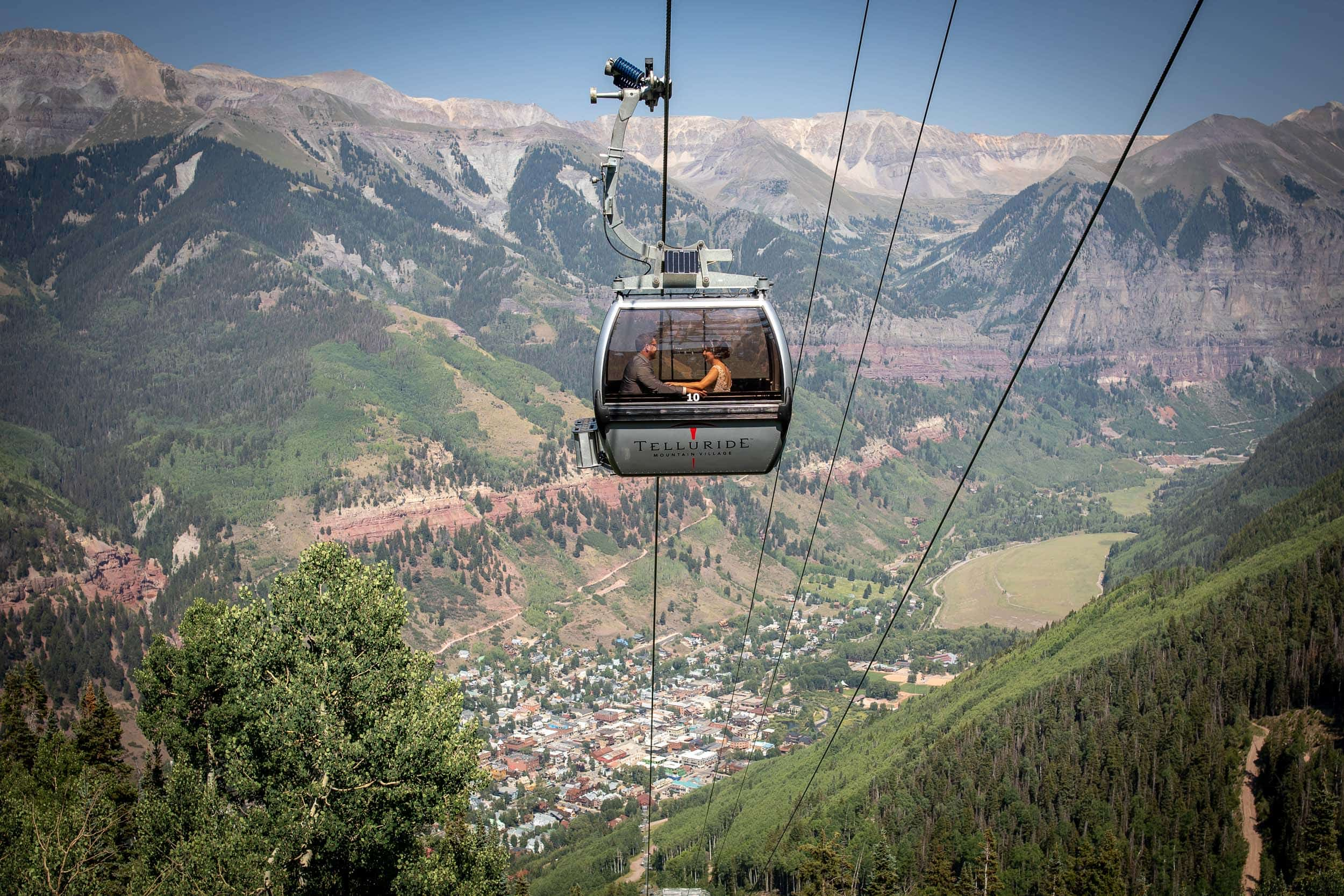 bride and groom riding the gondola